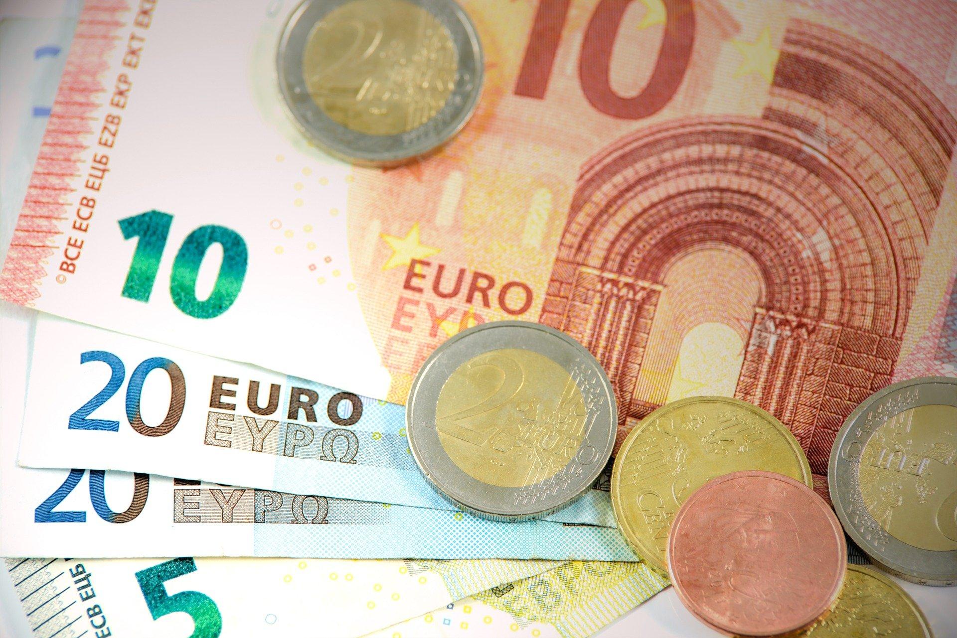 zarobki europarlament